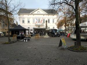 Aufbau am Marktplatz vor Rathaus Remagen
